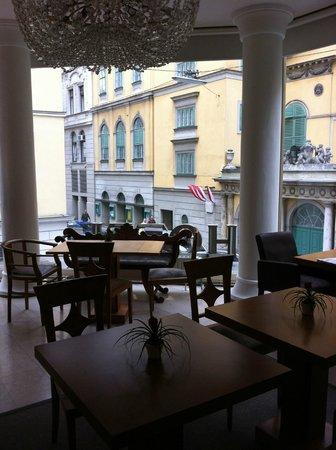 Hotel Beethoven Wien: Вид из гостиной (здесь же можно завтракать)