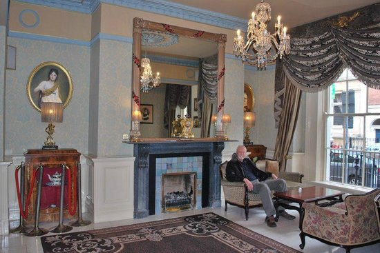 Buswells Hotel: Step back in time in the foyer.