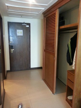 Heritage Hotel Ipoh: Cabinet Area