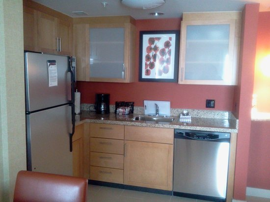 Residence Inn by Marriott Calgary Airport: kitchen