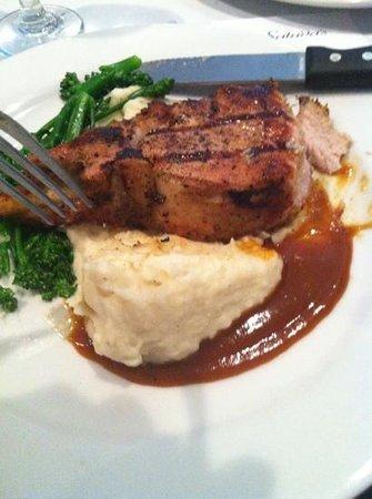 Saluda's Restaurant: sweet tea porkchops