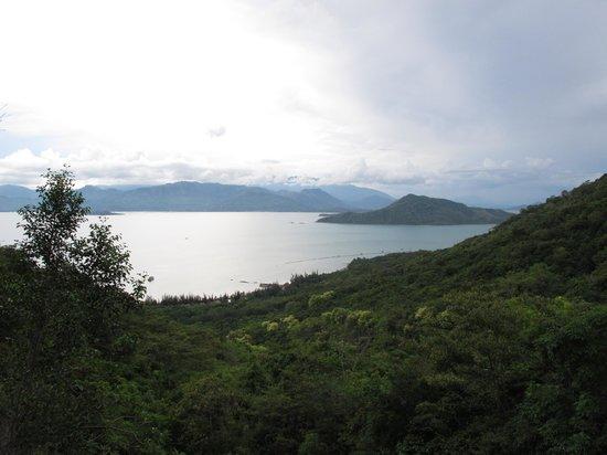 L'Alyana Villas Ninh Van Bay: Looking back down on Ninh Van Bay