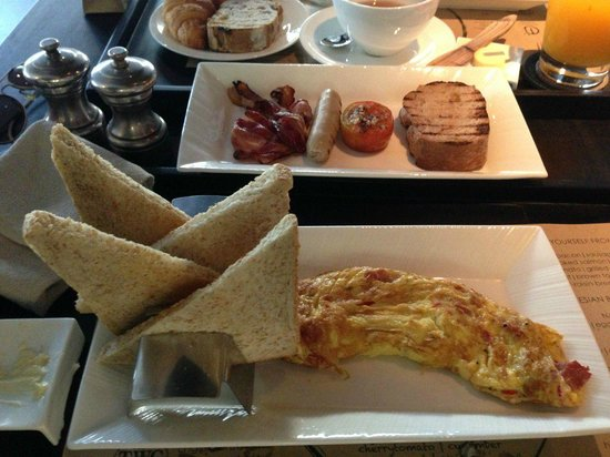 L Hotel Seminyak: breakfast