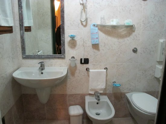Hotel Giglio: Bathroom