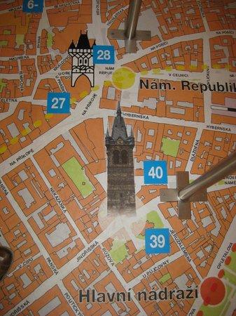 Henry's Bell Tower: på gulvet er et bykort