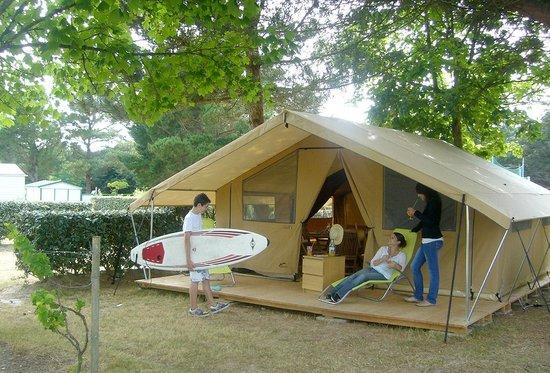 Piscine picture of camping l 39 ocean brem sur mer for Boulogne sur mer camping avec piscine