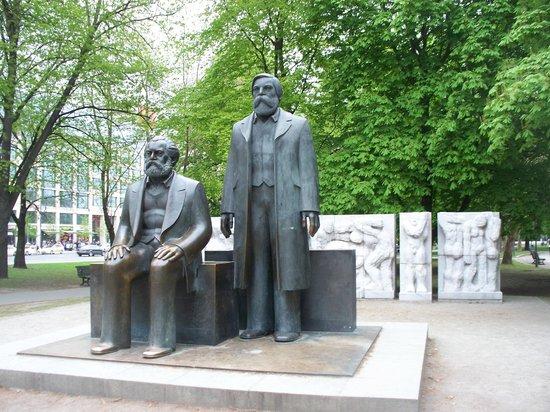 Marx-Engels-Forum: le statue