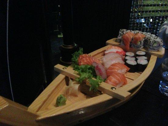 Ginza Gold : barca di sushi