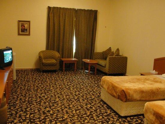 Summer Land Motel: ROOM