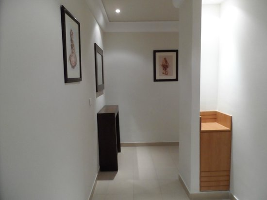 Hotel TIBA : Entrée d'une chambre en angle