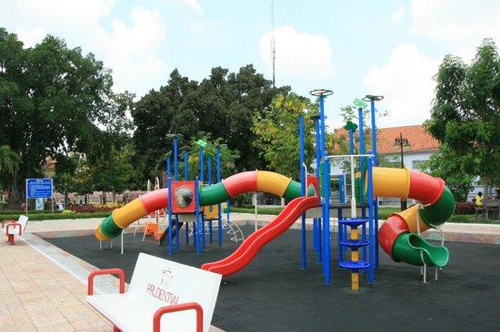 Wat BotomVatey Playground: Equipment is really new