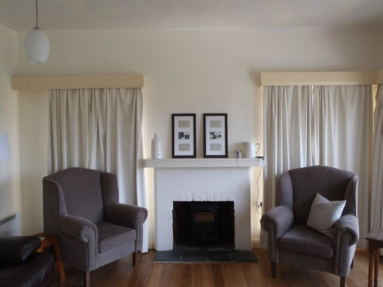 Forest Road Apartments : Fireplace