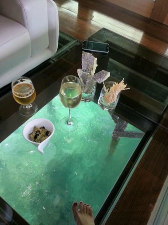 Gayana Eco Resort: glass bottom floor - very romantic