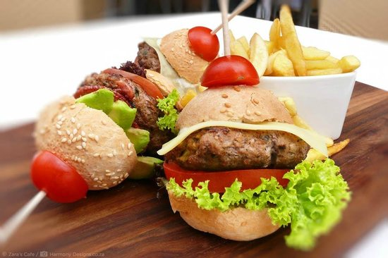 Zaras Cafe: Three Mini Burgers