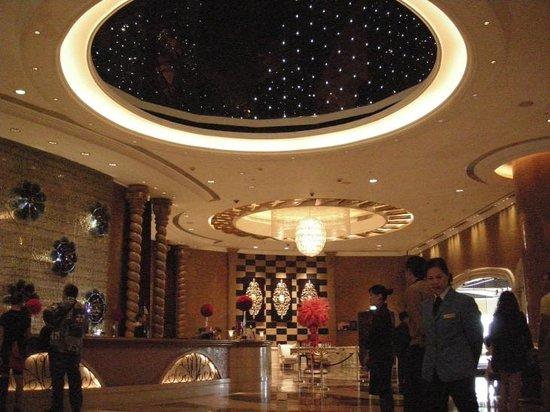 Sofitel Macau At Ponte 16: hotel lobby