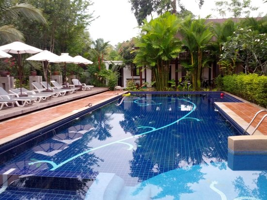 Duang Jai Resort: The lovely salt water pool
