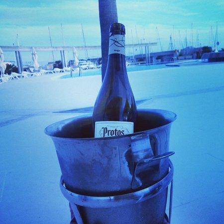 Reial Club Nautic Port de Pollenca Restaurante: A cold bottle of white