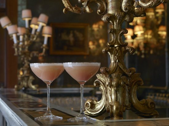 The Gritti Palace, A Luxury Collection Hotel : Bellini Cocktails at Bar Longhi