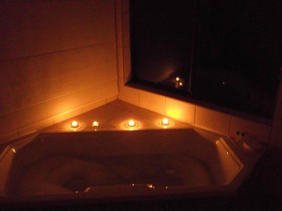 Porcupine Pie Boutique Lodge: View from bathroom - romantic