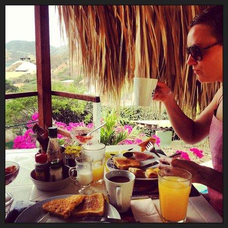 Casa Los Cerros Taganga: Fantastic breakfast overlooking the bay