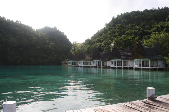 Club Tara Resort: cottages facing the lagoon