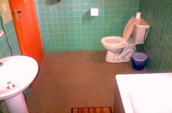 Hotel Restaurant Coté Sud : Bathroom