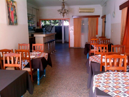 Hotel Restaurant Coté Sud : The covered space in the restaurant