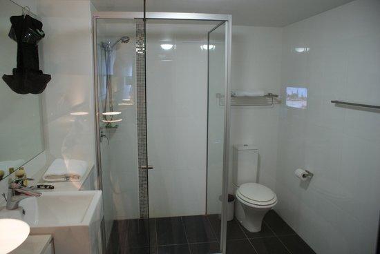 Oaks Gateway on Palmer: Bathroom