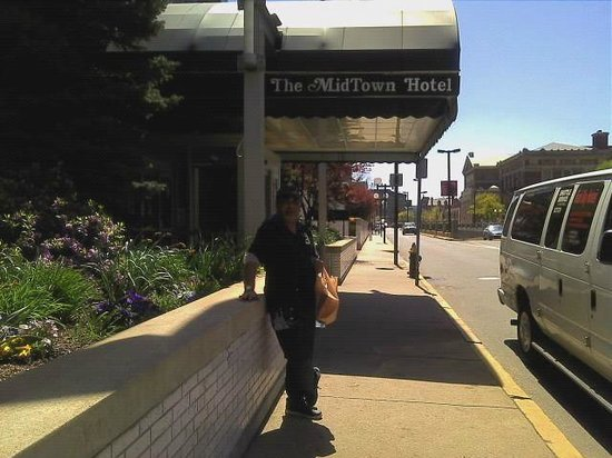 The Midtown Hotel: Out side the main entrance.