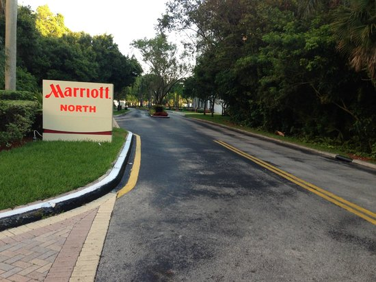 Fort Lauderdale Marriott North: Side Street