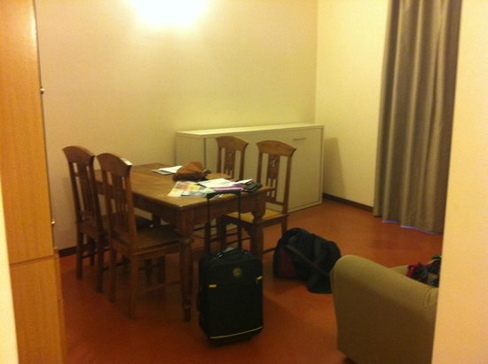 Residenza Leonina: Living and dining room