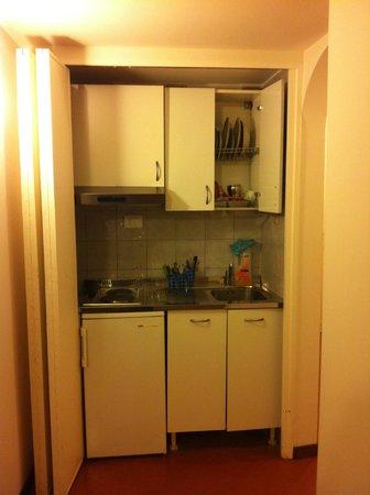 Residenza Leonina: Kitchen area