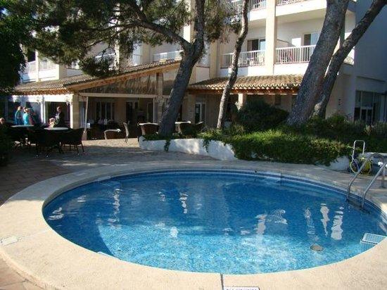 Hotel Apartamentos Plaza Son Rigo: Espace extérieur - Piscine 1