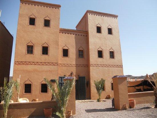 Riad Bouchedor: L'hôtel depuis l'entrée