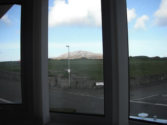 Crossroads Guest House: View from my room. Perfect way to have breakfast.