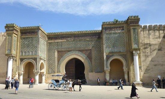 Riad Atika Meknes : Bab Mansour Afrika`s größtes Stadttor