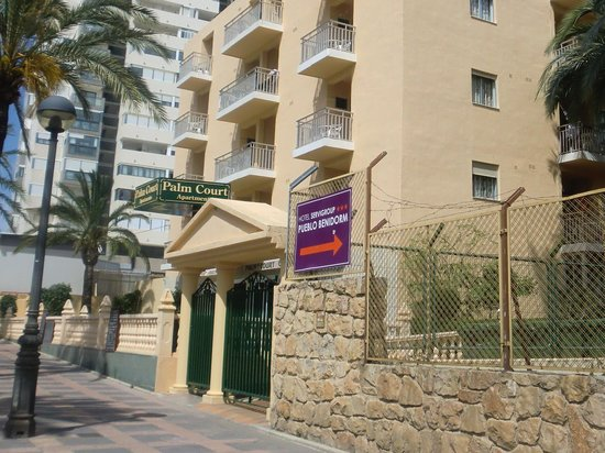 Palm Court Apartments: palm court hotel