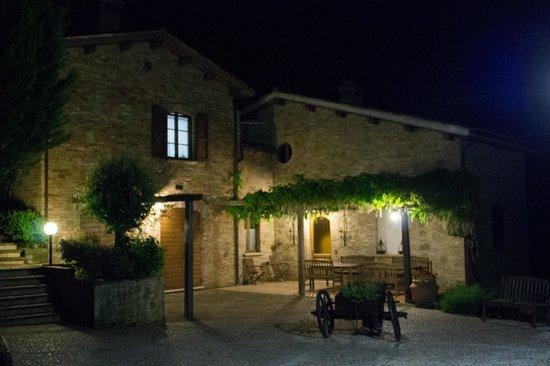 Agriturismo Ca'Andreana: esterno del ristorante la sera