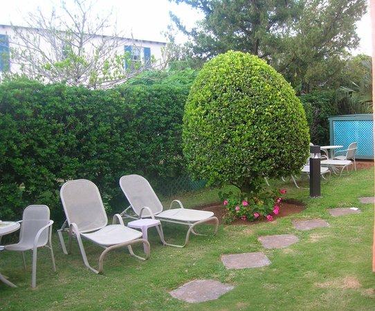 Dawkin's Manor : Garden of Leisure at Dawkins Manor