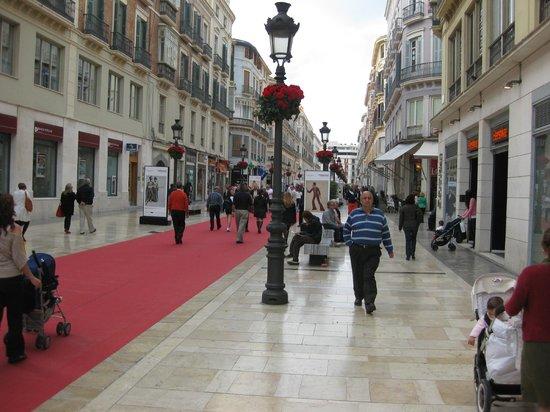 Plaza de la Constitucion : Una vista del paseo Marques de Larios desde la Plaza