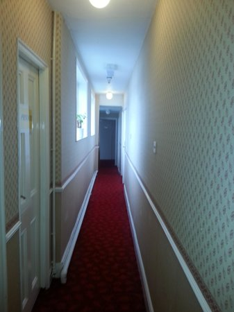 Talbot Hotel: corridor leading to rooms