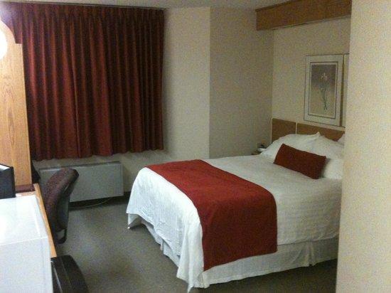 Slumber Inn: Comfy queen bed