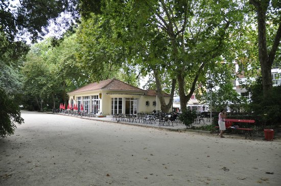 Residencial Dom Carlos: Esplanada Cafe Populos Parque D. Carlos