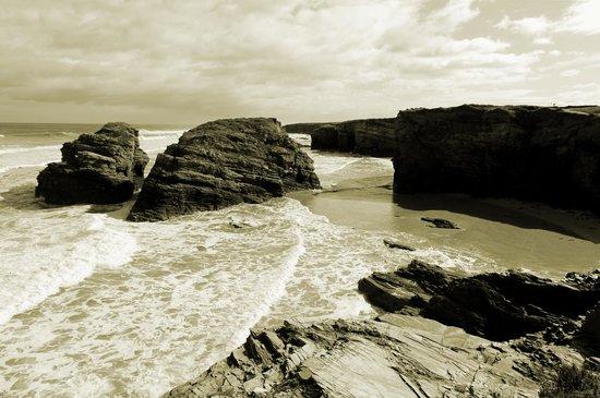 Playa de las Catedrales: La playa con pleamar