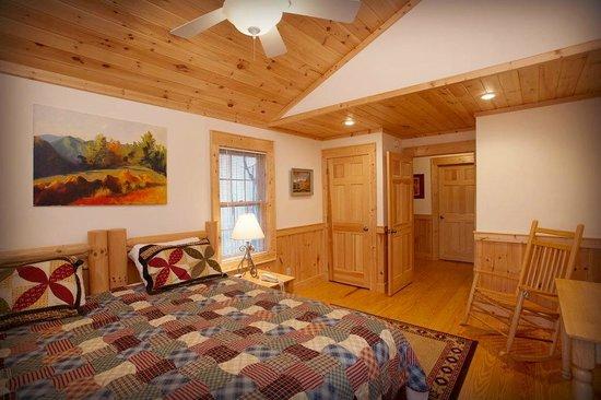 Sugar Hollow Retreat: Hemlock House Room