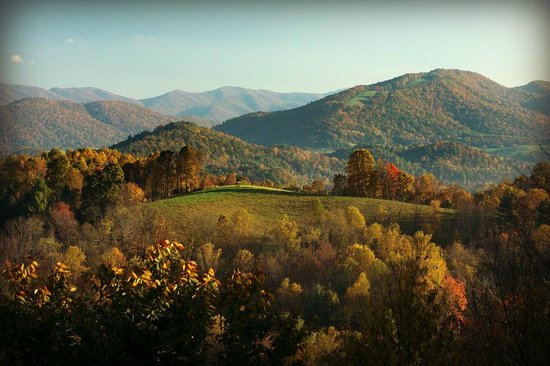 Sugar Hollow Retreat: View of Mountains