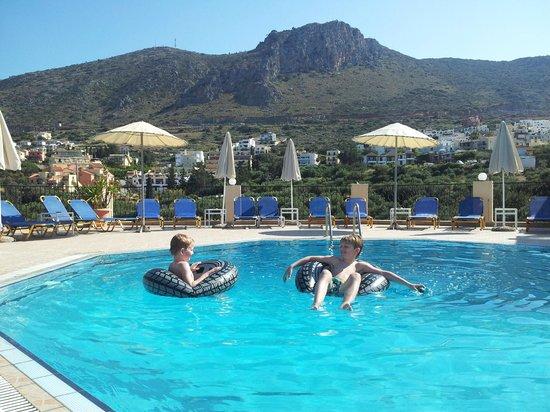 Lofos Apartments: Het heerlijk rustige en mooi gelegen zwembad