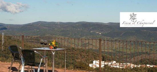 Finca El Chaparral: Vistas desde la terraza