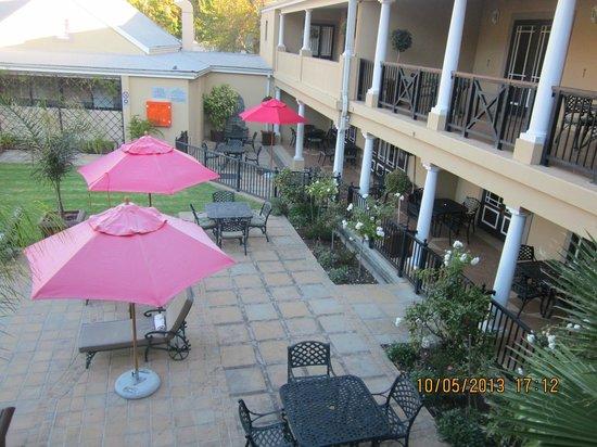 Protea Hotel by Marriott Franschhoek: Pool area