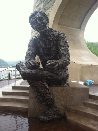 Pittsburgh, PA: Mr. Rogers statue